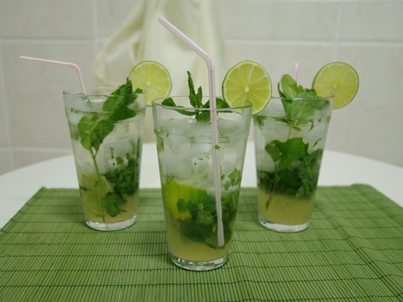 Fresh mojito cocktails