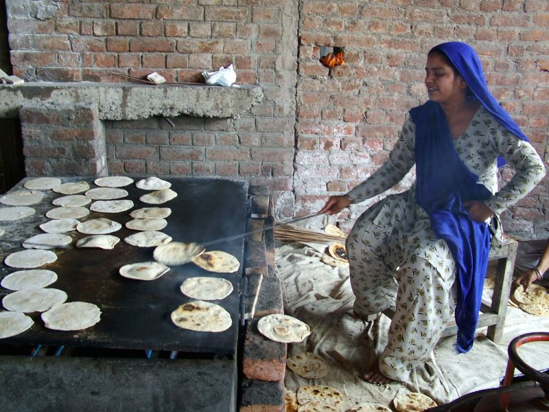Chapati (Indian, Pakistani wholewheat flatbread)