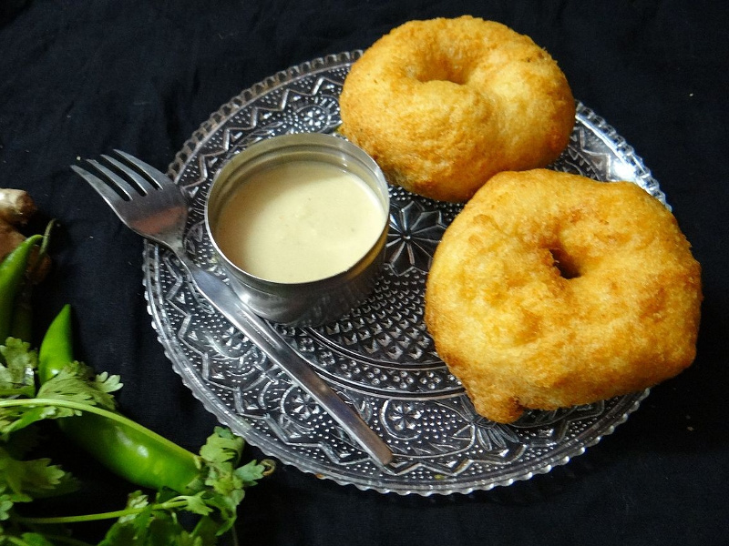 Medu Vada (South Indian deep-fried lentil fritters)
