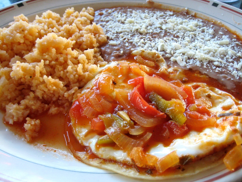 Plate of Mexican huevos rancheros