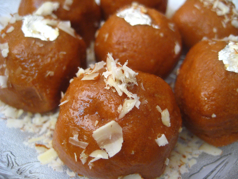 Besan ladoo Indian sweet chickpea flour balls