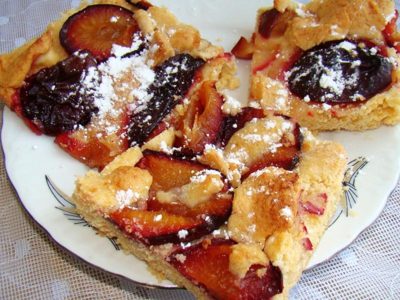 Pflaumenkuchen (German plum tart)