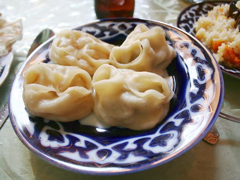 A bowl of Uzbek manti dumplings