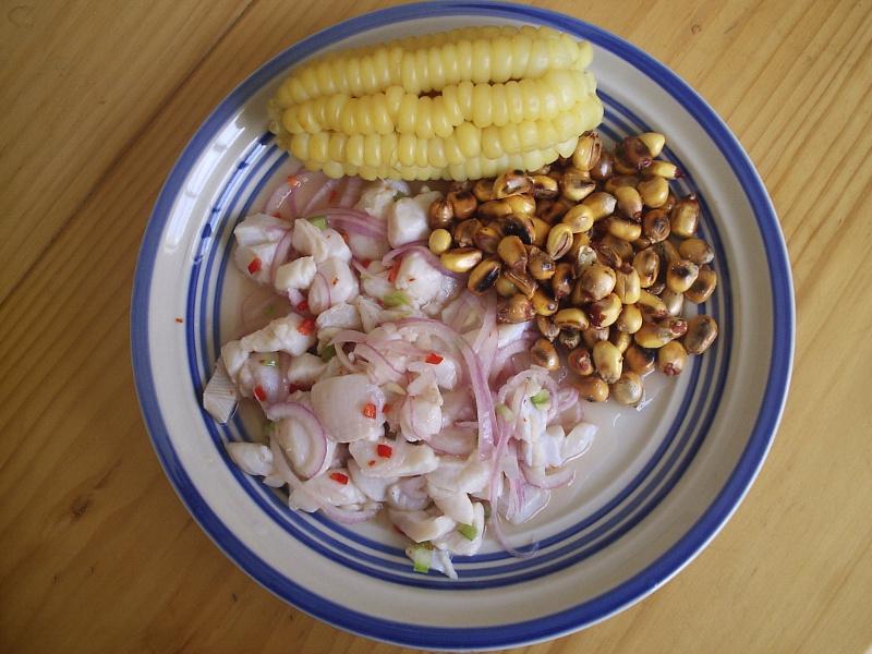 Ceviche con choclo y cancha