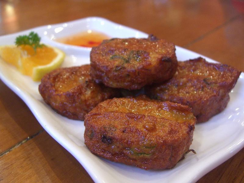 Tod Mun (Thai fish cakes)