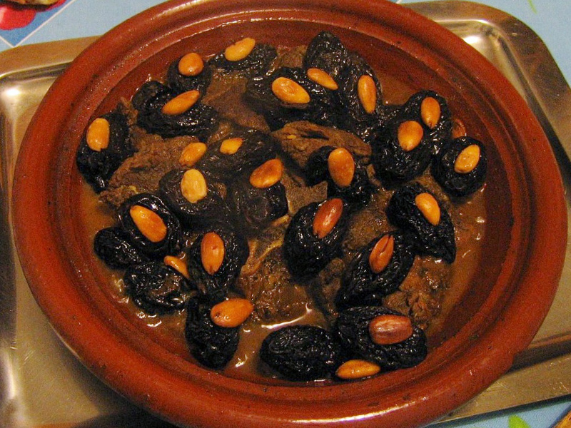 Lham lahlou (Algerian lamb and prune tajine)