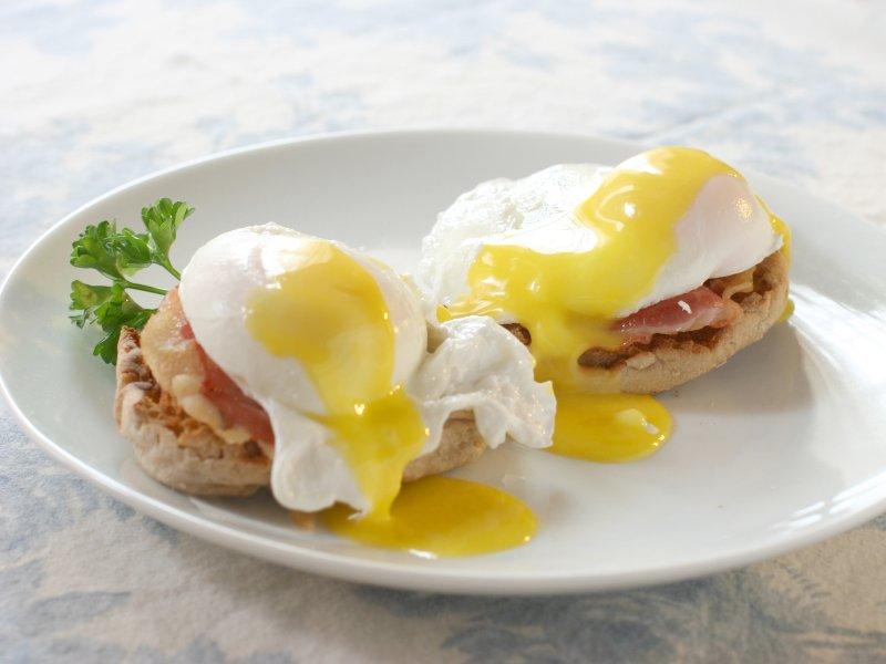 Poached eggs Benedict