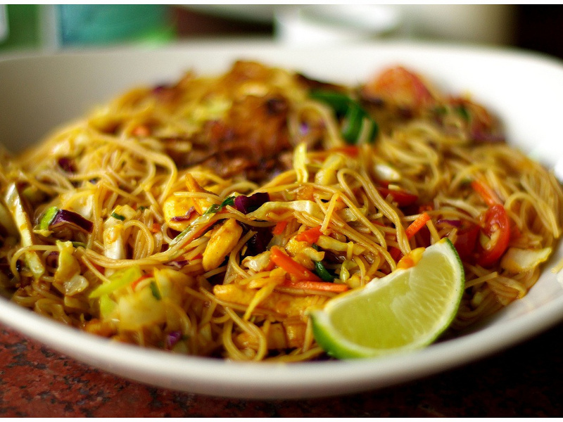 Singapore Noodles (Chinese stir fried rice noodles)