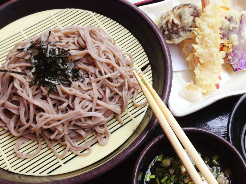 Zaru Soba (Japanese cold buckwheat noodles with dipping sauce)