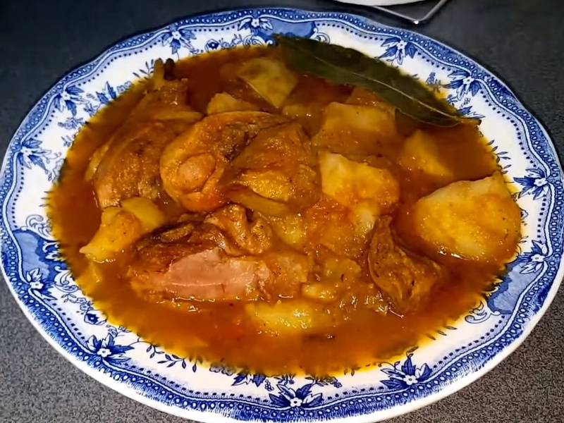 Pollo Guisado (Caribbean stewed chicken and vegetables)