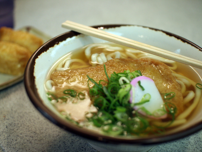 Su Udon (Japanese noodles in broth)