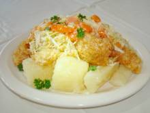 Vigorón (Nicaraguan yuca, pork rind and cabbage salad)