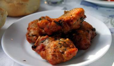 Domatokeftedes (Greek tomato fritters)