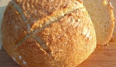 Broa de Milho (Portuguese yeast-leavened cornbread)