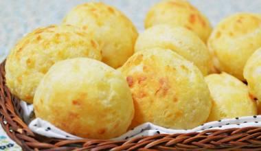 Pão de Queijo (Brazilian cheese buns)