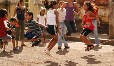 Nicaraguan children jumping rope
