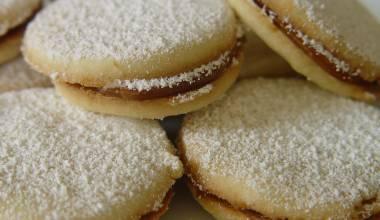 Alfajores (South American dulce de leche sandwich cookies)
