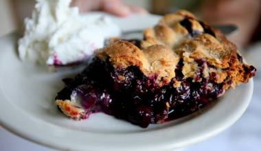 Blueberry Pie (American blueberry-filled double-crust tart)