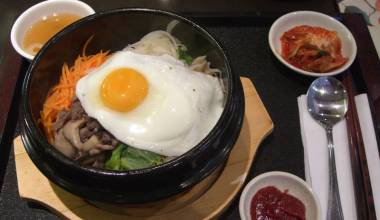 Bibimbap (Korean mixed rice bowl with toppings)