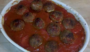 Tepsi Baytinijan (Iraqi meatball and vegetable casserole)