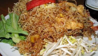 Mee krob Thai fried noodles in sweet-sour sauce