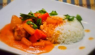Afritada Manok (Filipino chicken and vegetables in tomato sauce)