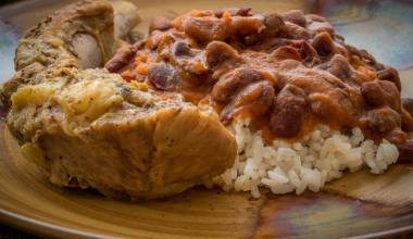 La bandera dominicana, a meal of meat or chicken, beans and rice