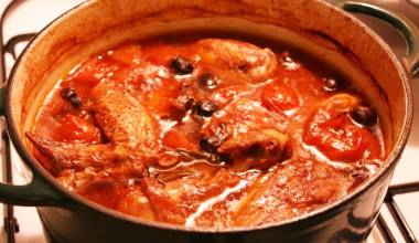 Pollo alla Cacciatora (Italian hunter-style chicken)