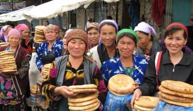 Urgut Sunday market bread sellers