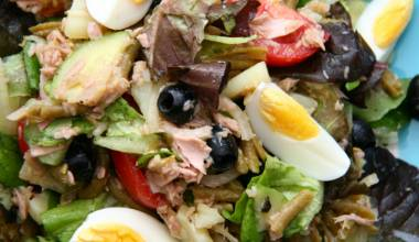 Salade Niçoise (French Provençal tuna and vegetable salad)