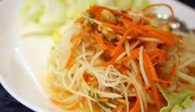 Som Tam (Thai green papaya salad)