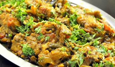 Baigan Bhurta (Indian curried eggplant and tomatoes)