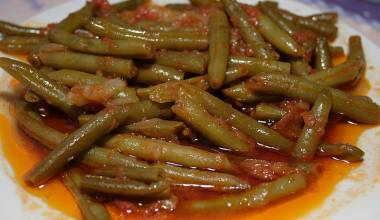 Mediterranean-style green beans and tomatoes