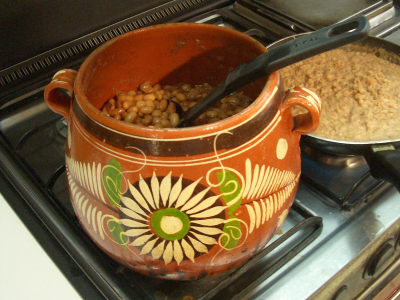 Frijoles de la Olla (Mexican beans in broth)
