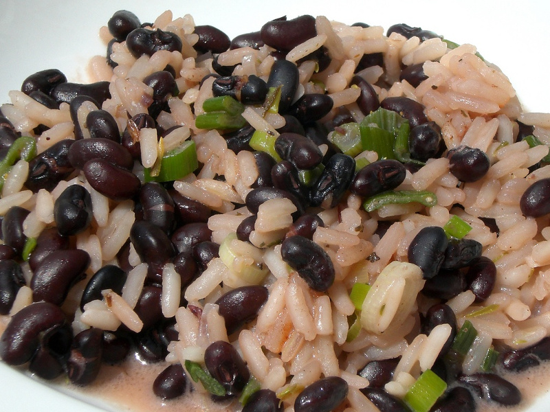 Moros y cristianos Cuban black beans and rice