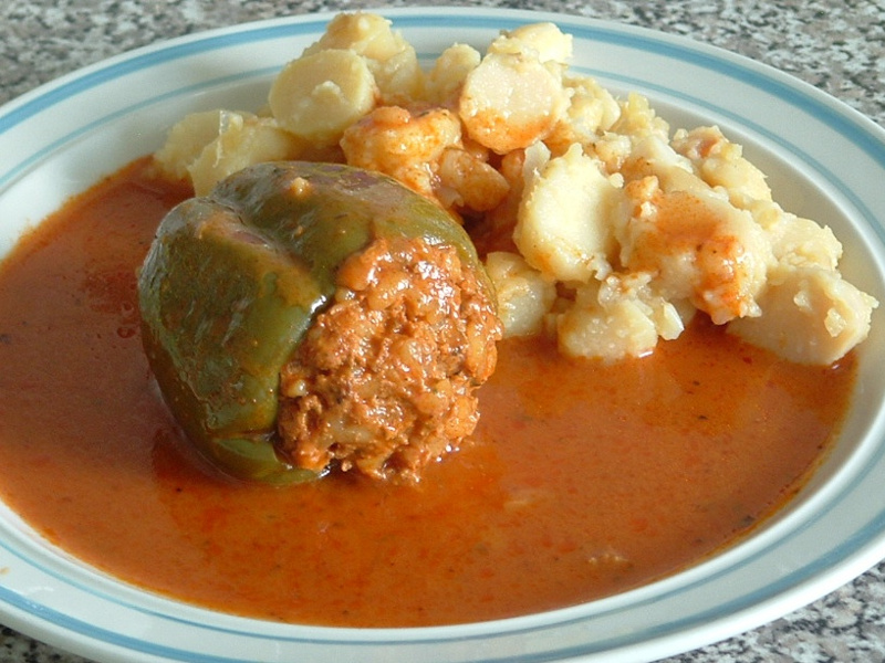 Hungarian stuffed pepper with potatoes