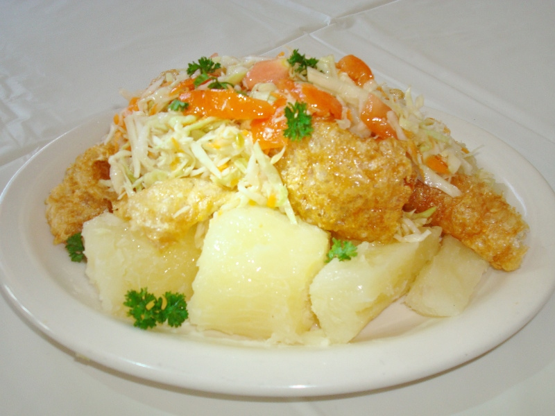 Vigorón Recipe (Nicaraguan yuca, pork rind and cabbage salad ...